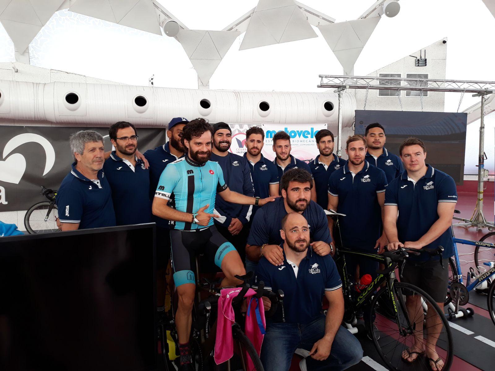 Los jugadores del VRAC, junto a Sergio Monge